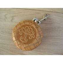 Flaska (domborított, kézzel metszett, mintázott bőrborítással)-Hun életfa motívummal