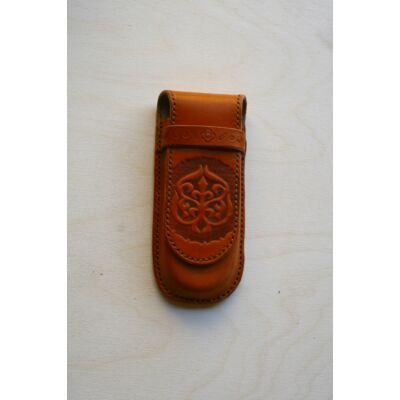 Tolltartó,  domborított motívummal-dettai korong mintával-barna cérnával